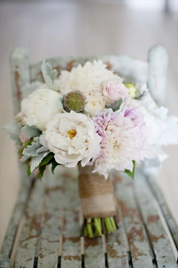 wedding-bouquet-ideas-stems-wrapped-in-burlap